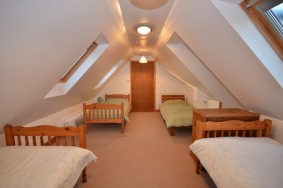 http://www.skipnesscottages.co.uk/wp-content/uploads/2016/01/Coachmans_Bedroom_Dorm1.jpg