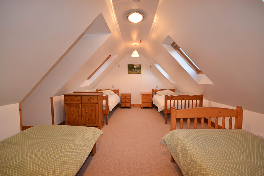 http://www.skipnesscottages.co.uk/wp-content/uploads/2016/01/Coachmans_Bedroom_Dorm2.jpg