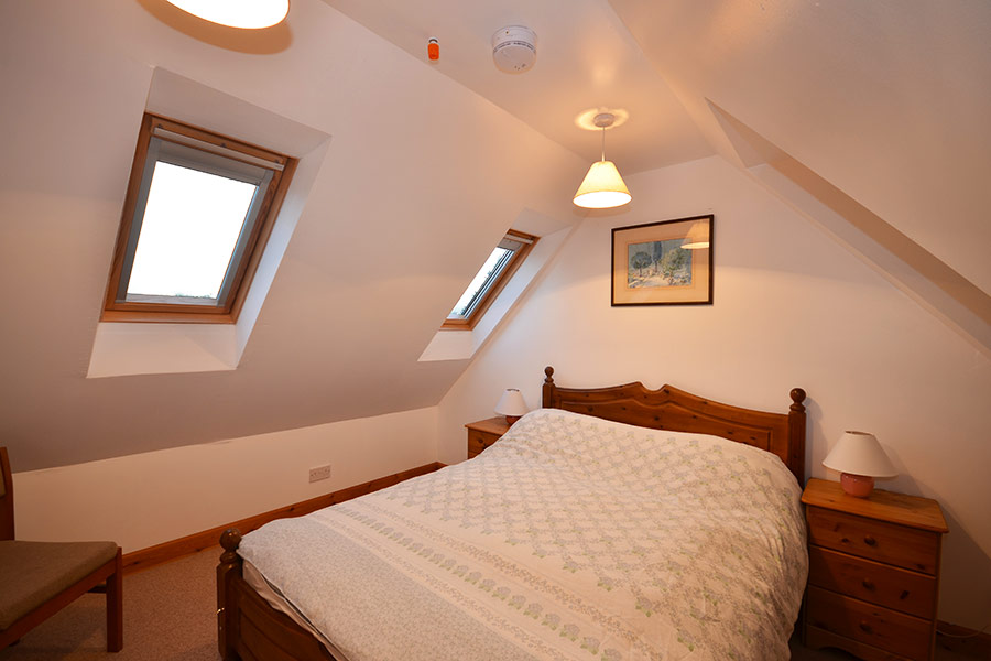 http://www.skipnesscottages.co.uk/wp-content/uploads/2016/01/Coachmans_Bedroom_Double1.jpg