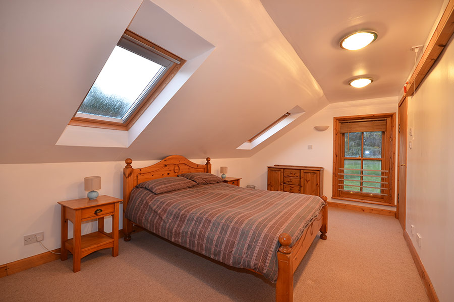 http://www.skipnesscottages.co.uk/wp-content/uploads/2016/01/Coachmans_Bedroom_Master1.jpg