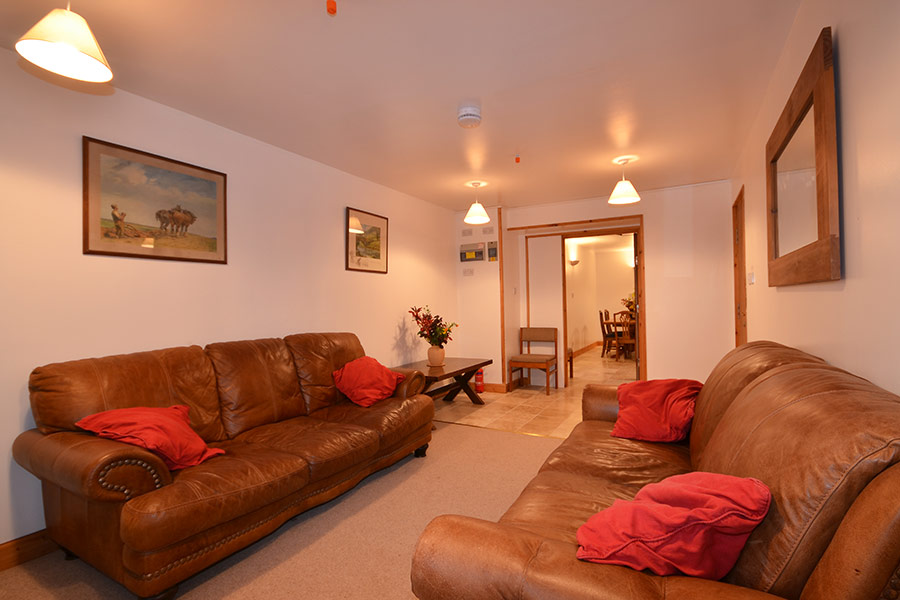 http://www.skipnesscottages.co.uk/wp-content/uploads/2016/01/Coachmans_SittingRoom1.jpg