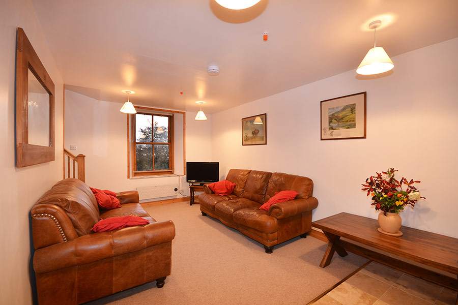 http://www.skipnesscottages.co.uk/wp-content/uploads/2016/01/Coachmans_SittingRoom2.jpg