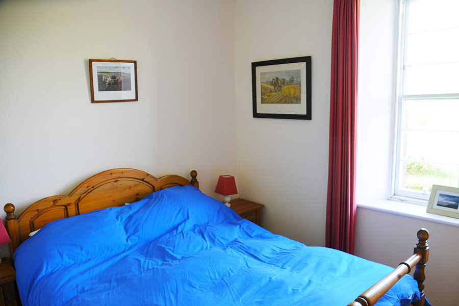 http://www.skipnesscottages.co.uk/wp-content/uploads/2016/01/Dairy_Bedroom_Double.jpg
