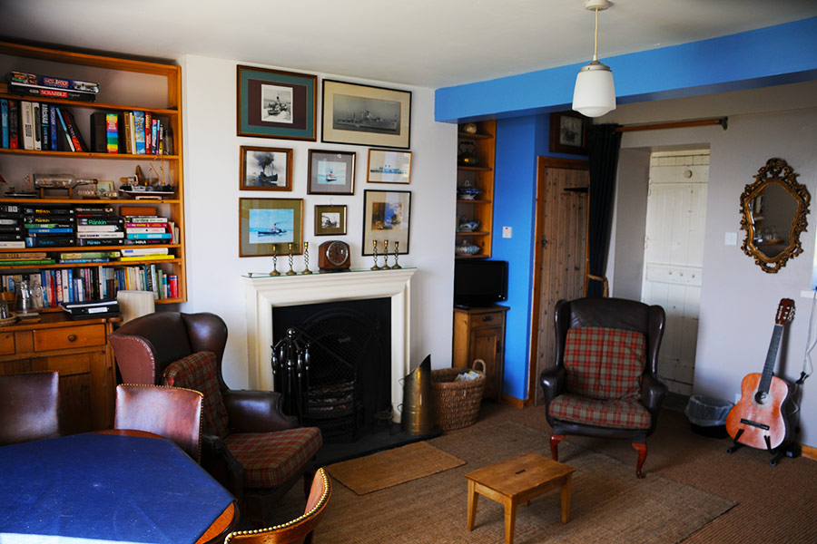 http://www.skipnesscottages.co.uk/wp-content/uploads/2016/01/MiddleSeaviewSittingRoom1.jpg