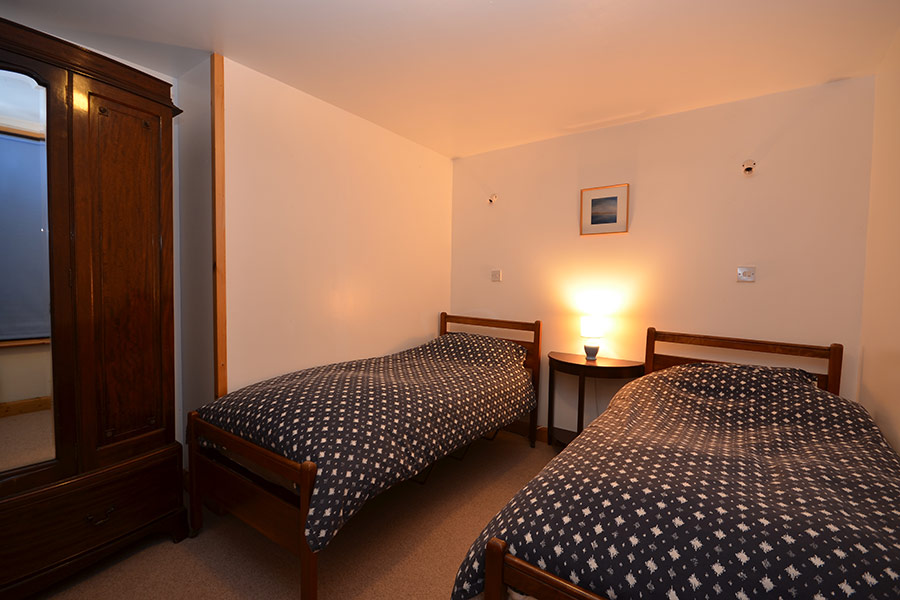 http://www.skipnesscottages.co.uk/wp-content/uploads/2016/01/OldPumphouse_Bedroom_Twin2.jpg