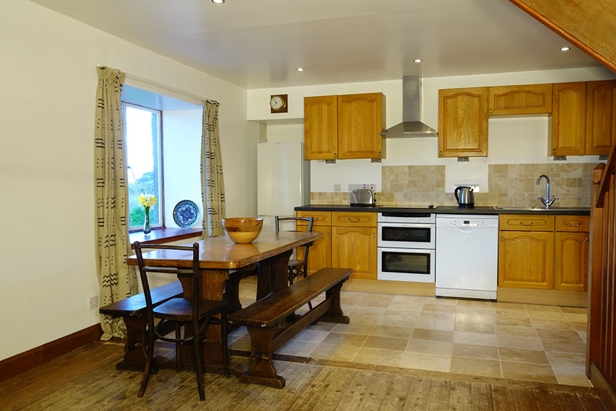 http://www.skipnesscottages.co.uk/wp-content/uploads/2016/01/PortNaChroNorth_Kitchen2.jpg