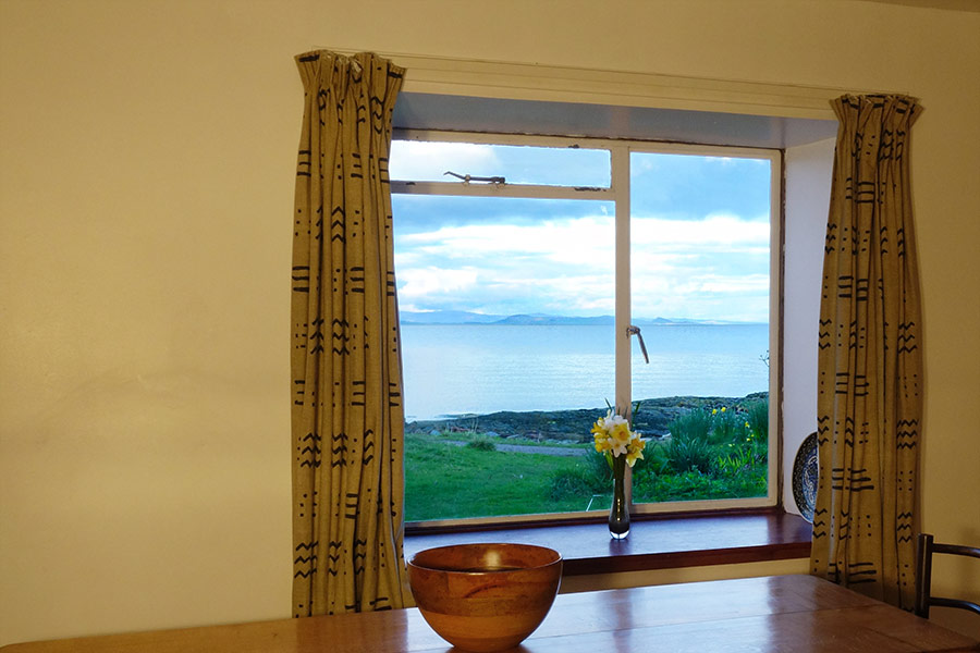 http://www.skipnesscottages.co.uk/wp-content/uploads/2016/01/PortNaChroNorth_Kitchen_View1.jpg