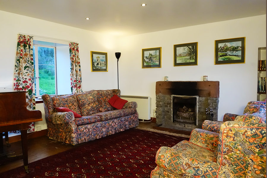 http://www.skipnesscottages.co.uk/wp-content/uploads/2016/01/PortNaChroNorth_SittingRoom1.jpg