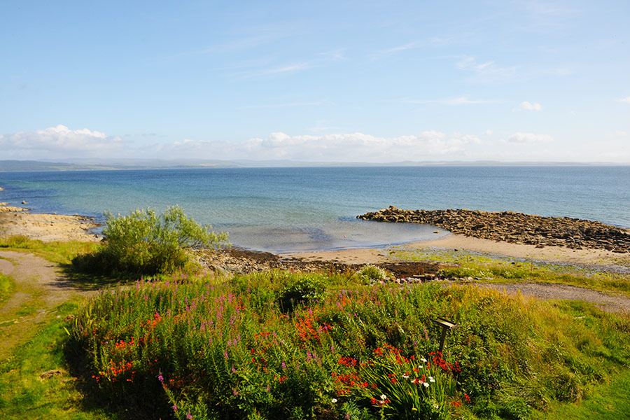 http://www.skipnesscottages.co.uk/wp-content/uploads/2016/01/PortNaChroNorth_View1.jpg