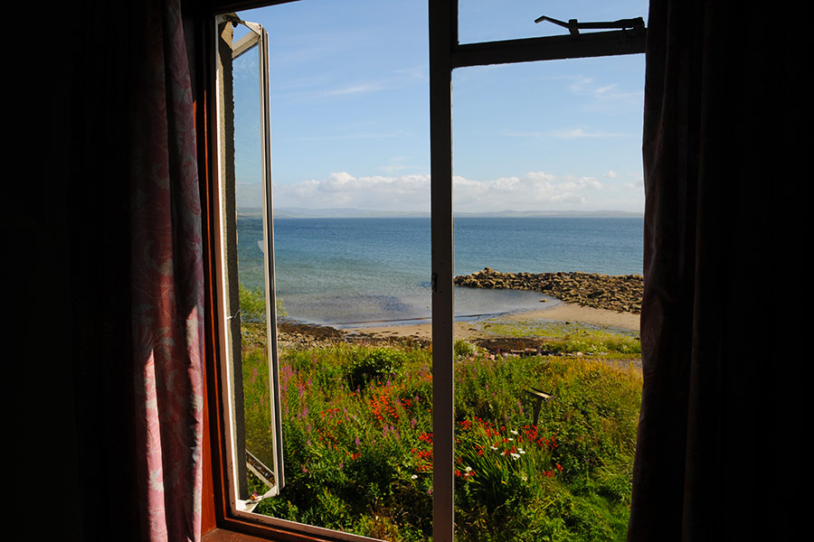 http://www.skipnesscottages.co.uk/wp-content/uploads/2016/01/PortNaChroNorth_View3.jpg