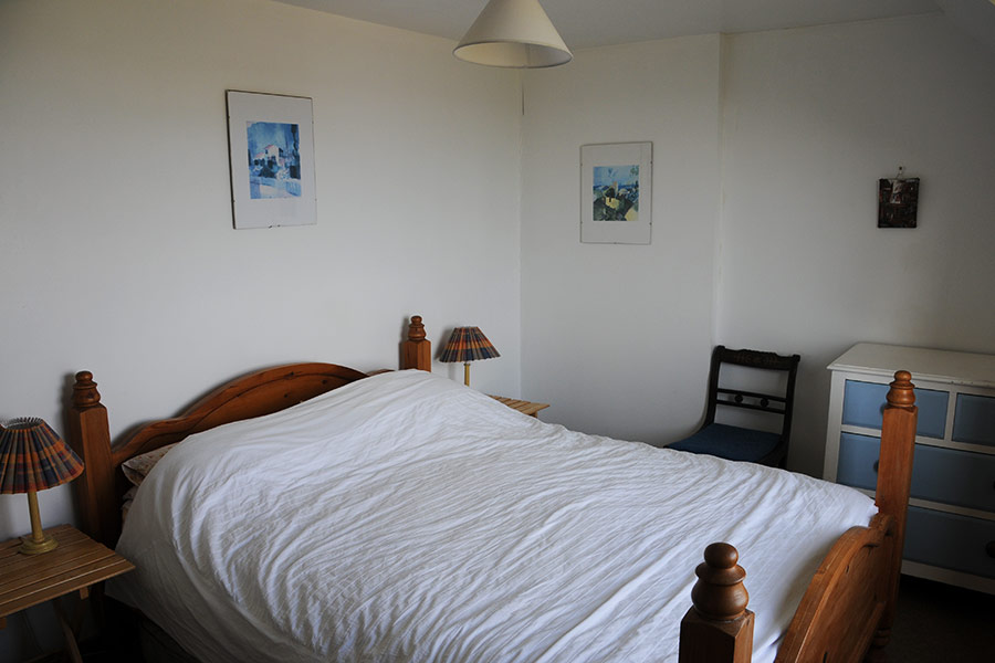 http://www.skipnesscottages.co.uk/wp-content/uploads/2016/01/PortNaChroSouth_Bedroom_Double1.jpg