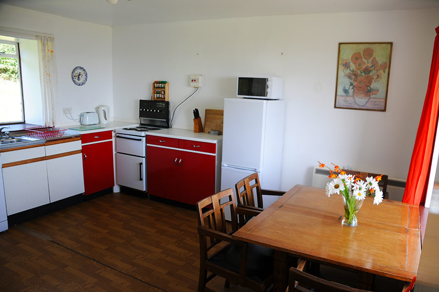 http://www.skipnesscottages.co.uk/wp-content/uploads/2016/01/PortNaChroSouth_Kitchen2.jpg