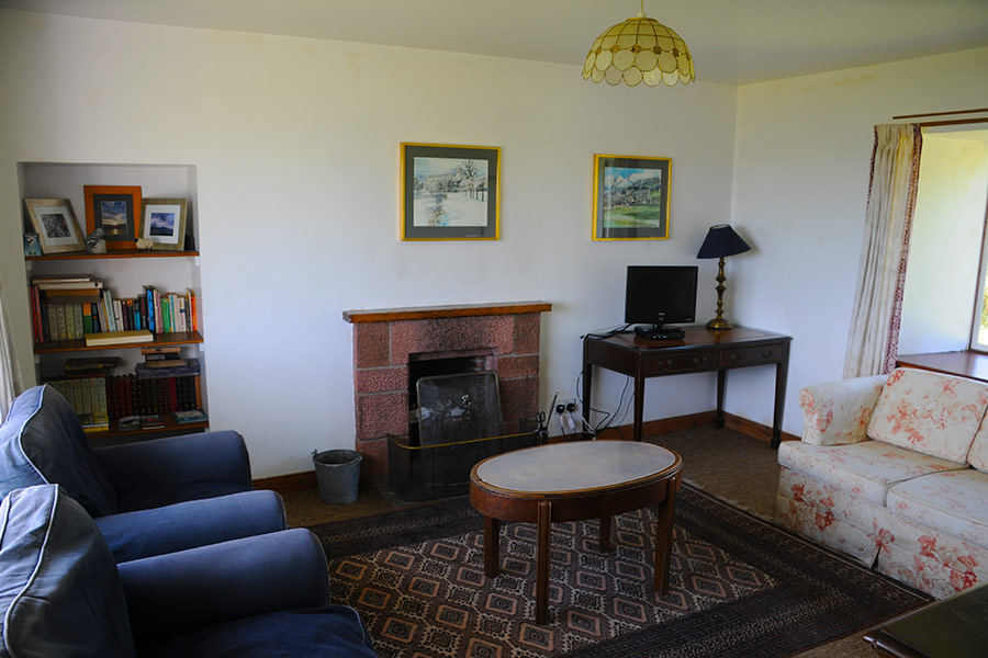 http://www.skipnesscottages.co.uk/wp-content/uploads/2016/01/PortNaChroSouth_SittingRoom1.jpg