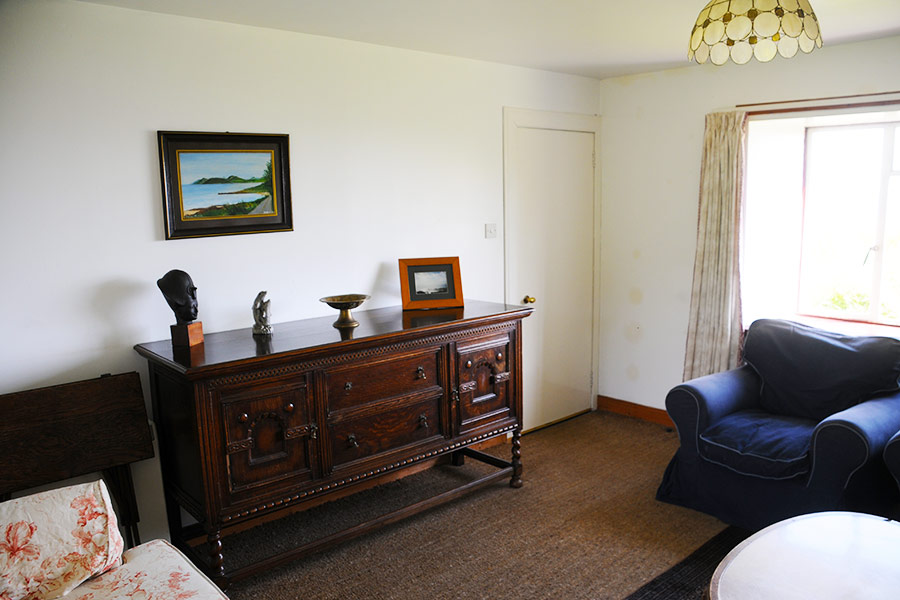http://www.skipnesscottages.co.uk/wp-content/uploads/2016/01/PortNaChroSouth_SittingRoom2.jpg